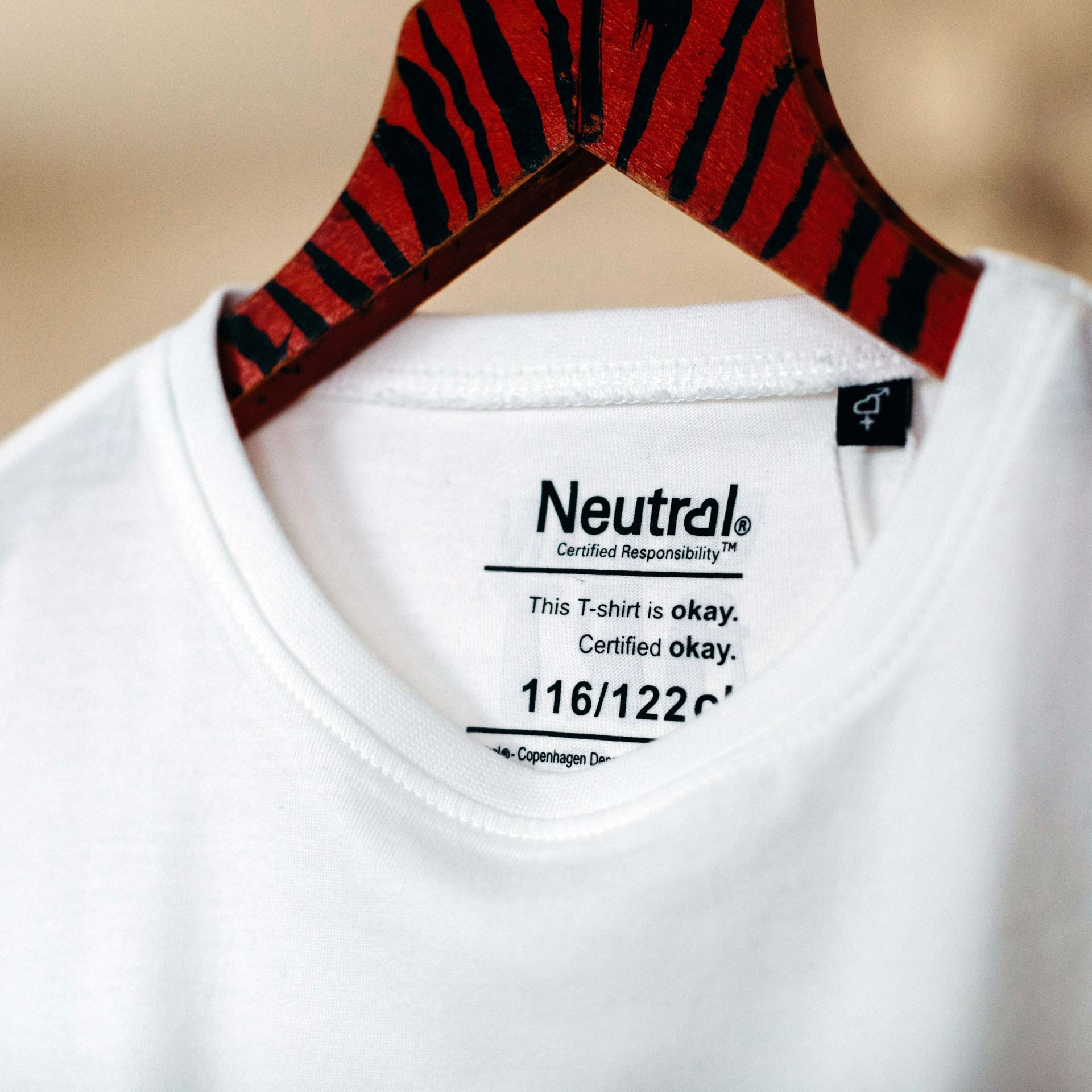kinder t-shirt label